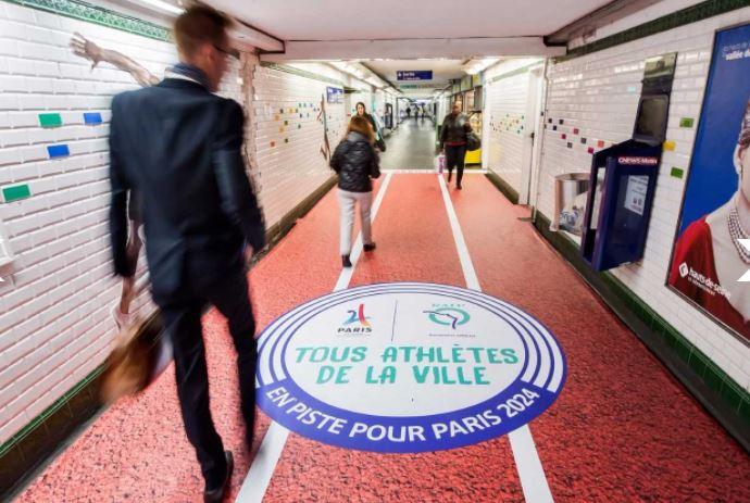 Le métro parisien célèbre l'attribution des JO 2024 à Paris